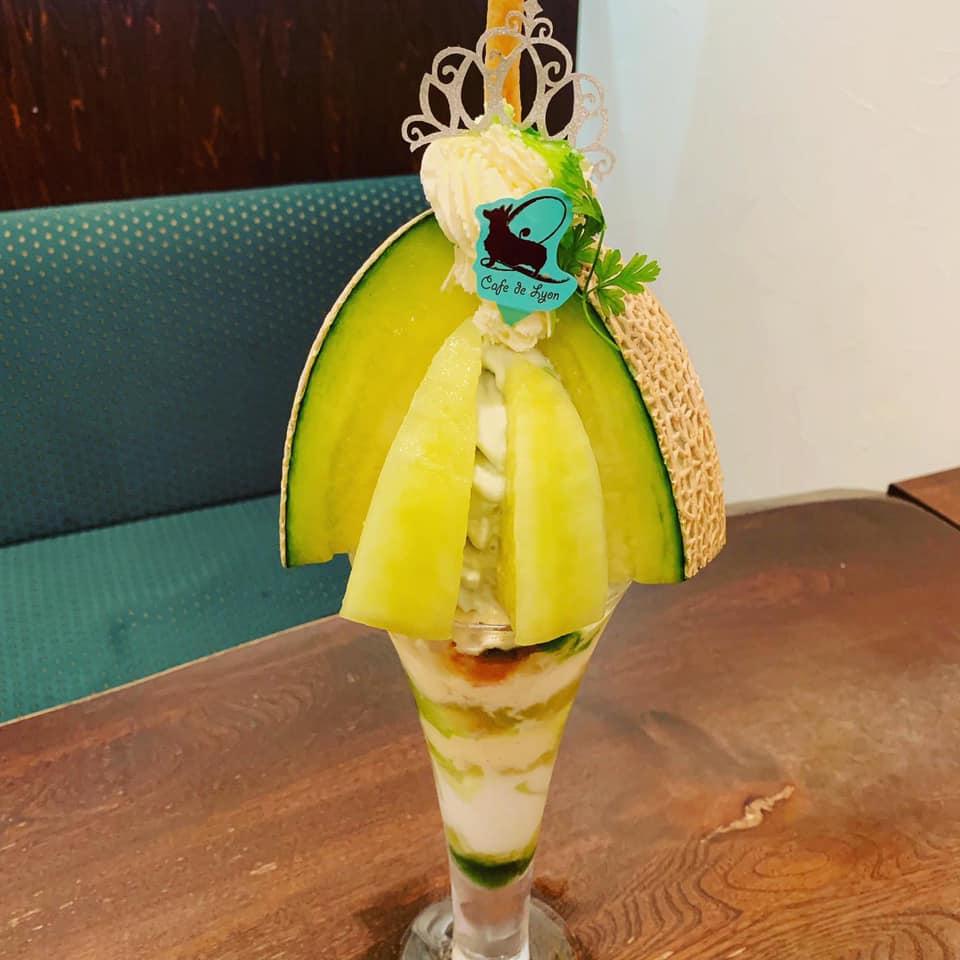 たっぷりのフルーツが美しい!贅沢パフェは「カフェ・ド・リオン パレット」で