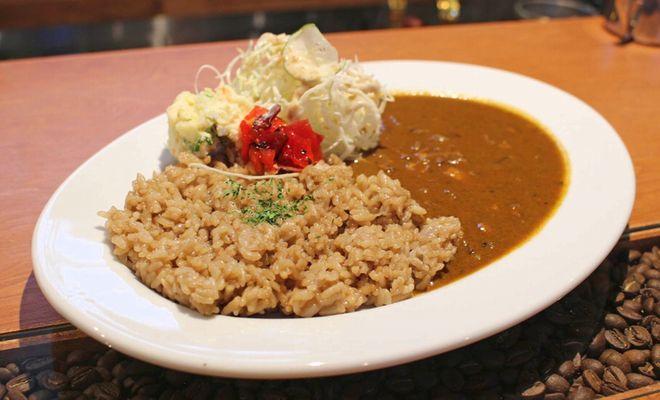 シンプルだからこそ、カレー本来の味わいが楽しめる。名古屋のカレーなら「珈琲 門」 - D9oFcocUwAA6Gc3