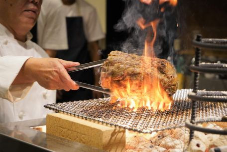 炉端料理と厳選日本酒の「べこや 本山店」が7月20日オープン!