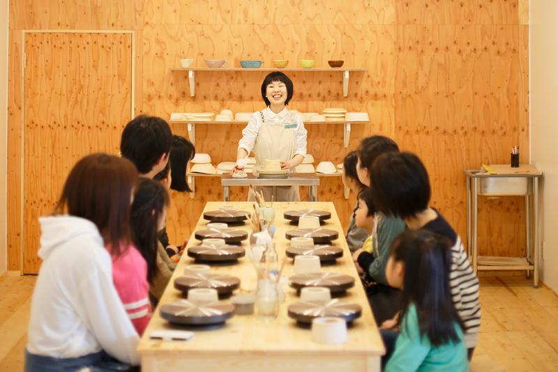 ポップな色がかわいい!現代版の常滑焼がお洒落な「TOKONAME STORE」で陶芸体験 - tokoname10