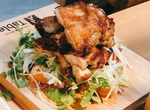 熱々の鉄板焼きにふわふわのパン。岡崎市のベーカリー&カフェバー「Backyard Cafe Table」