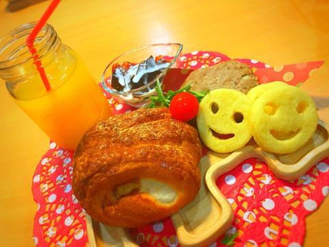熱々の鉄板焼きにふわふわのパン。岡崎市のベーカリー&カフェバー「Backyard Cafe Table」 - sp 015081500s1573718387