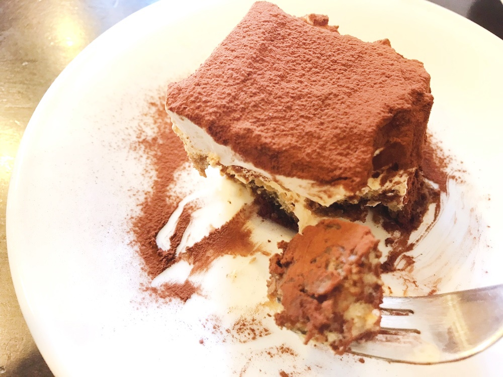 イタリア人シェフお手製のティラミスが絶品の「Caffe Maggiore(カフェ マッジョーレ)」 - 00k