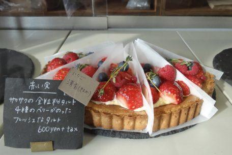 6品種の苺が味わえる!農家とコラボした期間限定いちごフェアが人気店「ハチカフェ」で開催