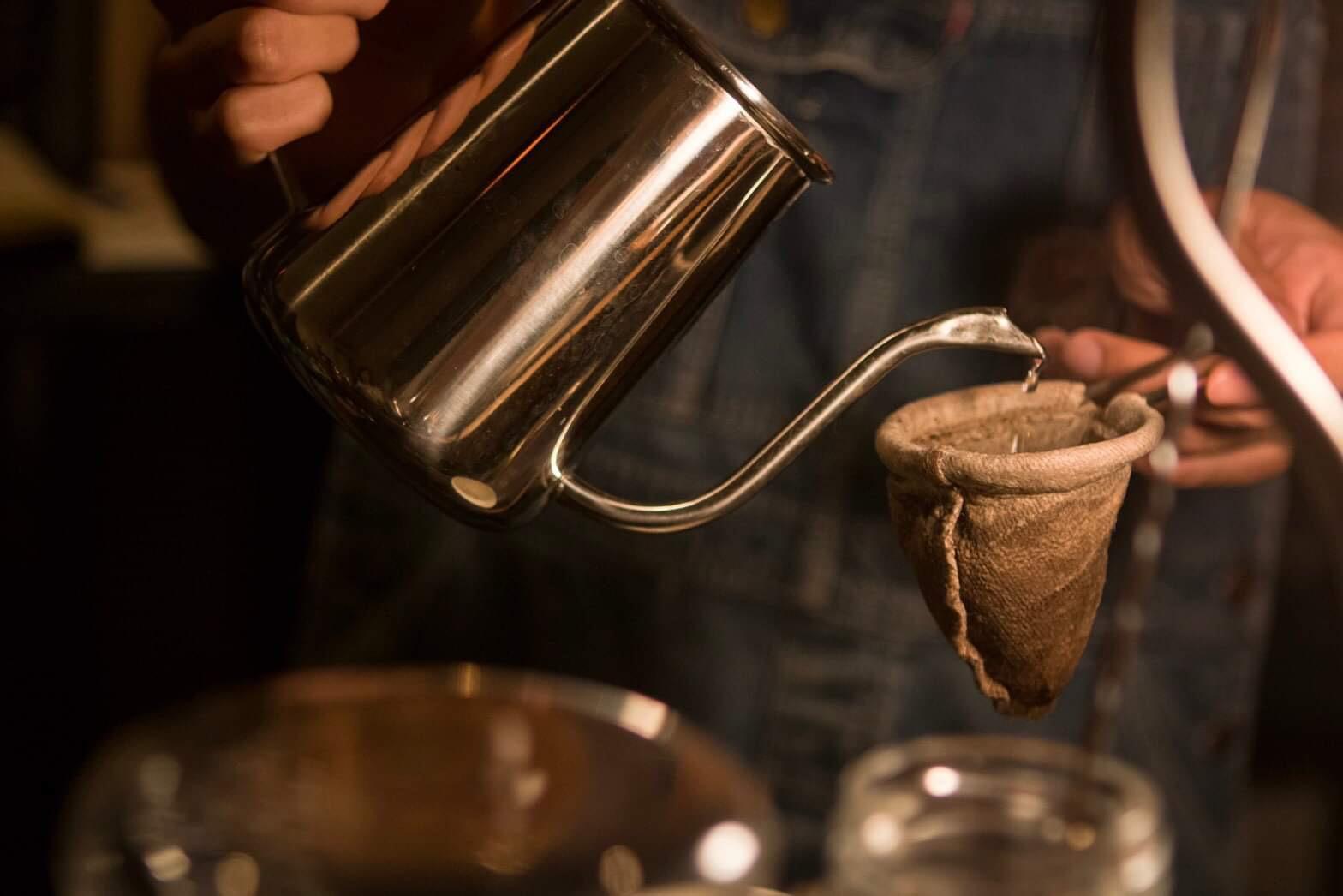 時間を気にせず至極の一杯を。ネルドリップを楽しむ「珈琲屋Monk」 - IMG 4850
