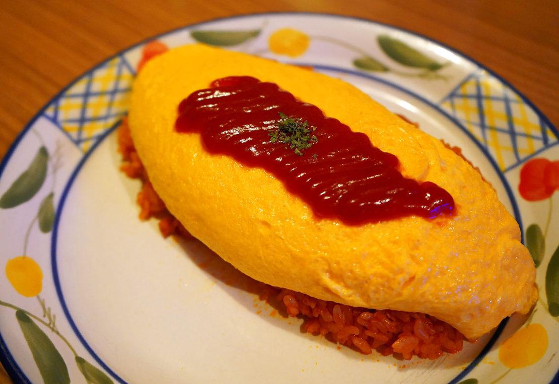 名古屋・栄に新オープン!オムライス×クリームソーダが楽しめる隠れ家店「バッチグー!」で幸せを食べてきました - omu 1110x764