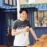 東海オンエアりょうさんのカフェを取材!『R COFFEE STAND』への想いとは