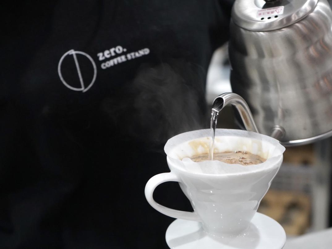 思わず長居してしまう!栄の中心地に隠れたコーヒースタンド「zero coffee stand」