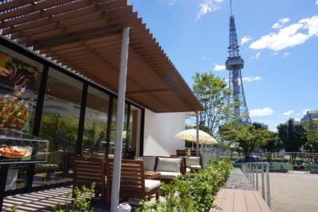 外の景色を眺めながらの食事に心癒されて。久屋大通パークのアーバンリゾートゾーンがついにオープン!