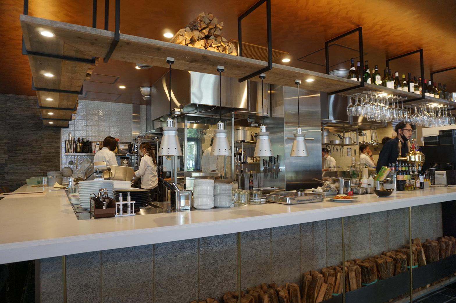 外の景色を眺めながらの食事に心癒されて。久屋大通パークのアーバンリゾートゾーンがついにオープン! - S  76455940