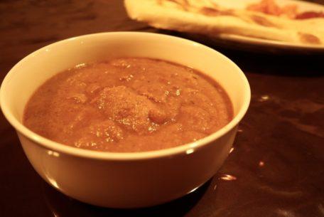 老舗「えいこく屋インド料理店」はカレーだけじゃない!紅茶を片手に、雰囲気の良さに酔いしれる