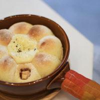 もっちりふわふわ!「THE CUPS MEIEKI」の手ちぎりスキレットパンに注目!