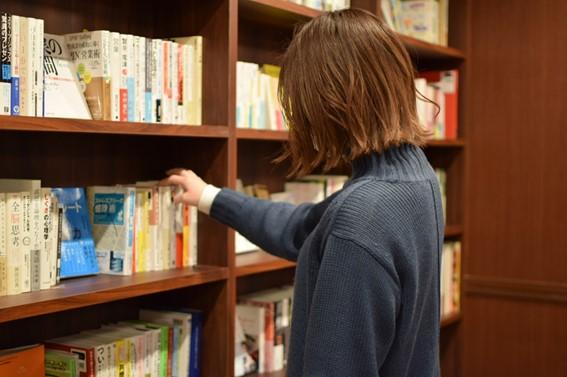 本屋とカフェが一体に!幸せ空間で本と出会う、新栄町「CENTRE(センター)」 - 7adfed136bf50c6b1f5c23f5919c3a0a