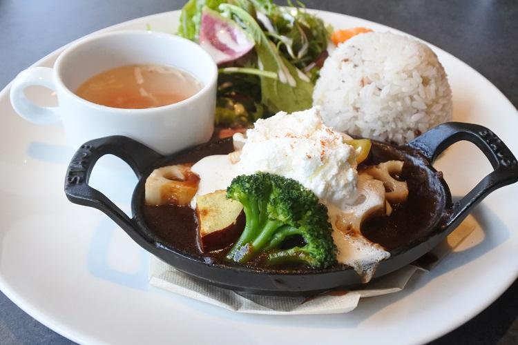 シーンに合わせて使える江南「1Place cafe」で、料理からタルトまで楽しもう - 327df63715832021e8a6e65d75bc5ae6