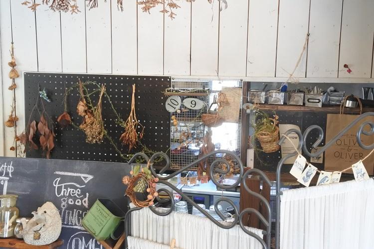 こだわりのブックカフェで過ごすとっておきの時間。蒲郡「acoustic book cafebar by」 - DSC 2072 1