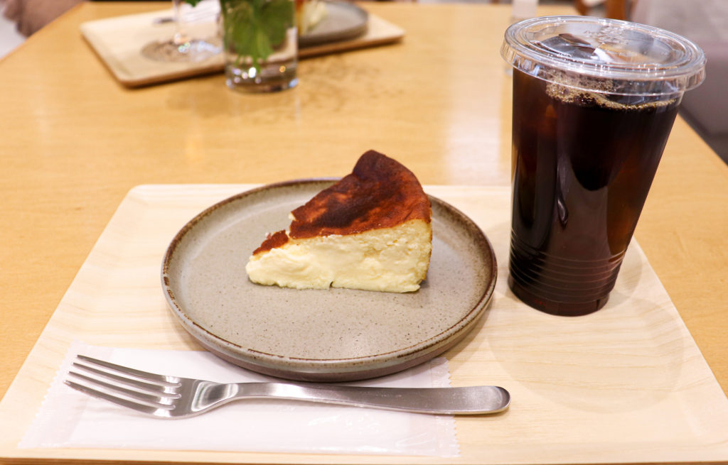素材と食感を楽しむ贅沢な「ジェローム・バスクチーズケーキ」が期間限定で大名古屋ビルヂングに登場! - 4a67efeaf5b96b6c9550d454c09bbcac