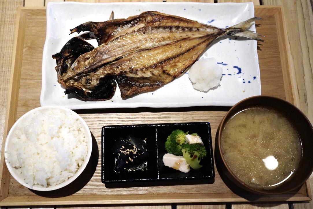 名古屋駅近くの「うまい魚が食べたくて」でボリューミーで美味しい干物定食を! - 61bba5a76a87b17cd993128373f64246
