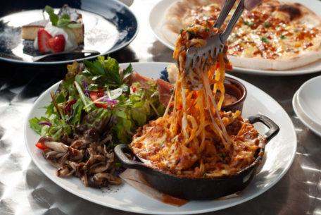 びよーんと伸びる石窯ボロネーゼが大人気!大府市のレストラン「ヨコマチテラス」