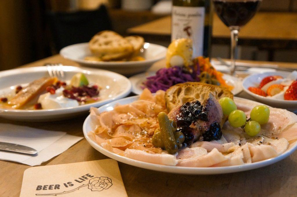 大須観音駅近くの「IN THIS FLAVOR」は、アメリカンな空間!食事とお酒でカジュアル大人タイムを