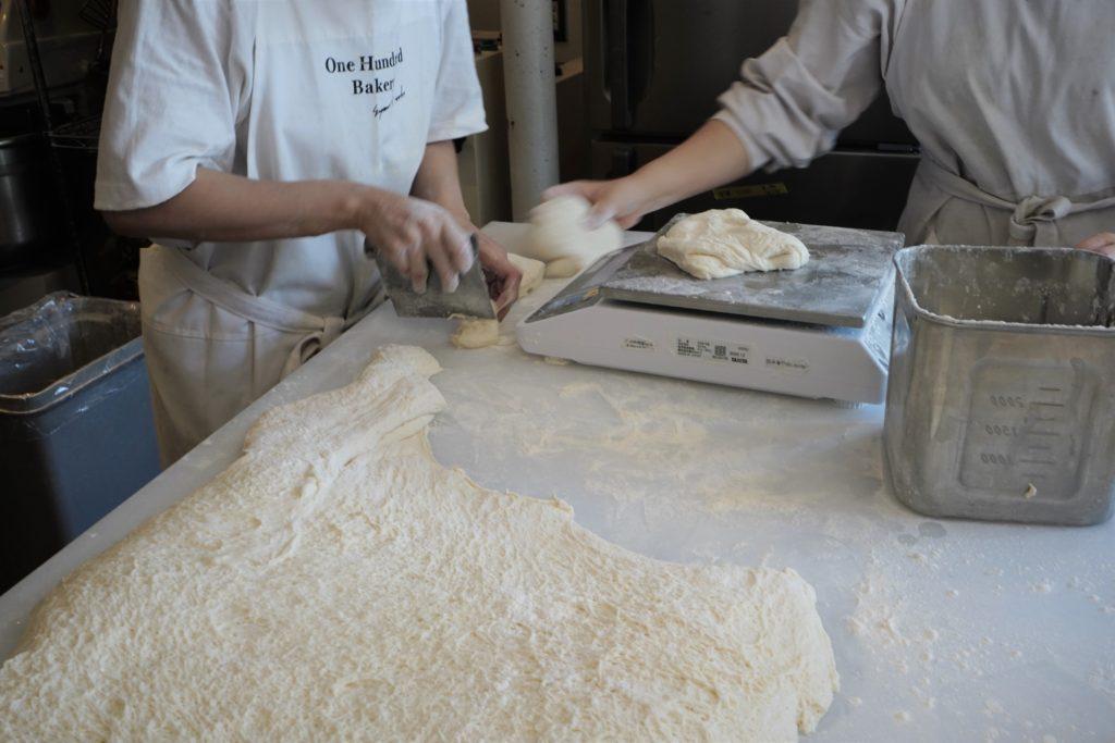 極上のふわふわ食感!『ワンハンドレッドベーカリー』の食パンで、幸せな朝を迎えよう - DSC09200 2