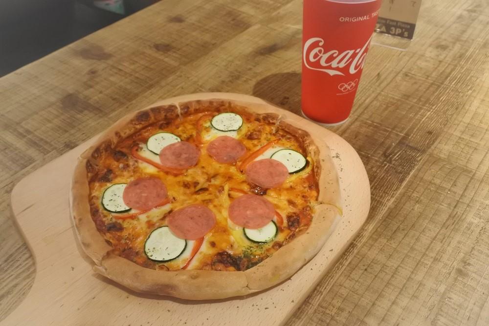 自分好みのピザを作ろう!『Pizza 3P's』が名古屋駅の近くにオープン