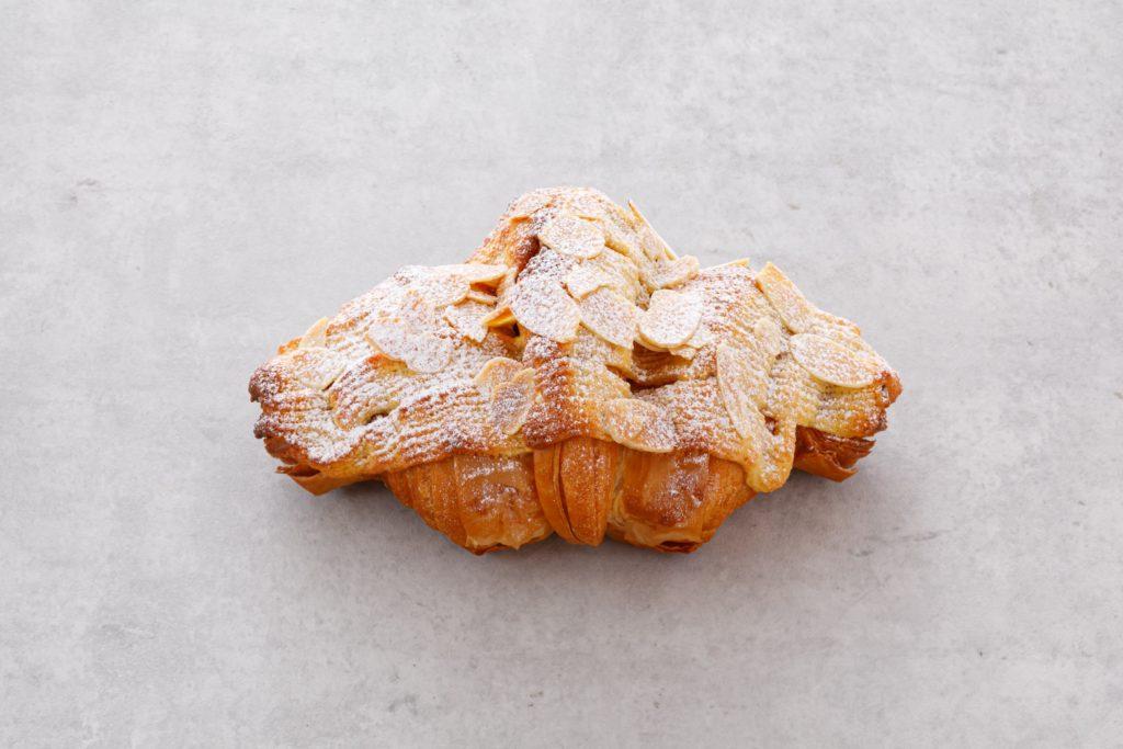 「パリ、サク、ふわっ」クロワッサンが奏でる贅沢なハーモニー。栄の本格クロワッサン専門店『JoliCroissant(ジョリークロワッサン)』 - IM5 2314