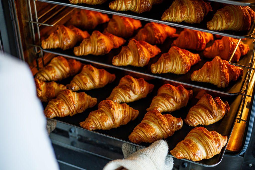 「パリ、サク、ふわっ」クロワッサンが奏でる贅沢なハーモニー。栄の本格クロワッサン専門店『JoliCroissant(ジョリークロワッサン)』 - croissant